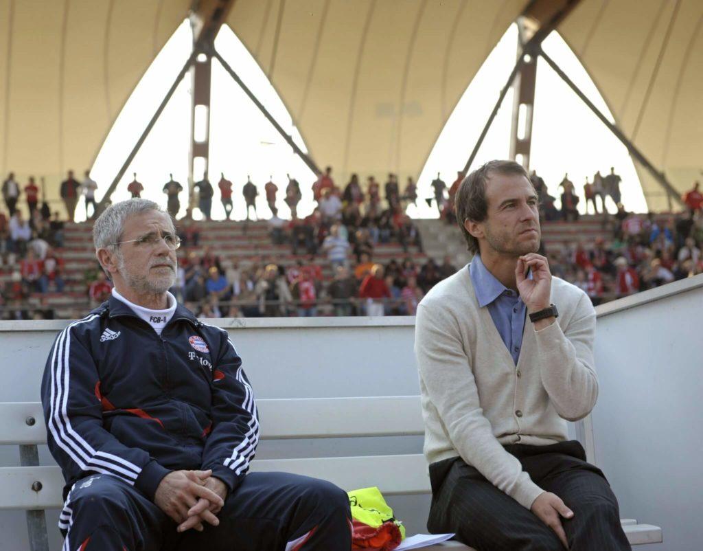 Gerd Müller auf der Trainerbank. Foto: Getty Images