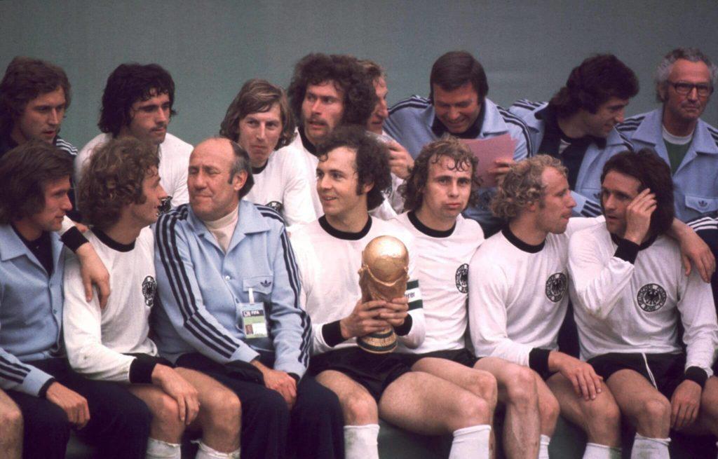 ..und bei ihrem Triumph am 7. Juli 1974 mit Jürgen Grabowski (obere Reihe, 3. v. l.).