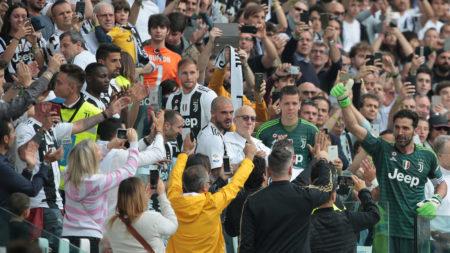 Gianluigi Buffon (r.) verabschiedete sich am 19. Mai 2018 als 9-facher italienischer Meister vorerst von Juventus Turin.