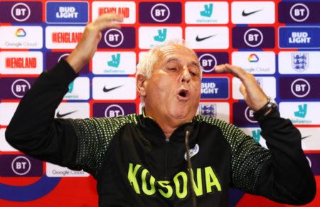 Trainer-Vulkan Bernard Challandes bei der legendären Pressekonferenz in Southampton vor dem Spiel in der EM-Qualifikation 2019 in England