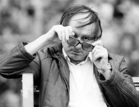 Trainer Branko Zebec (Frankfurt) zu betrunken, um seine Brille aufzusetzen…
