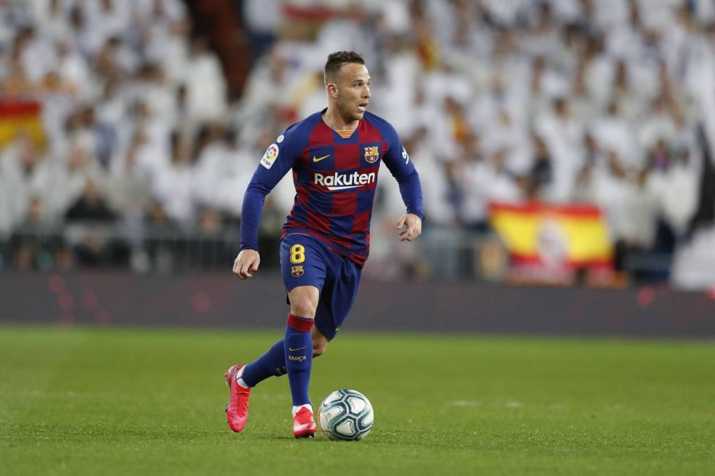 Barcelona star Arthur wants contract terminated
